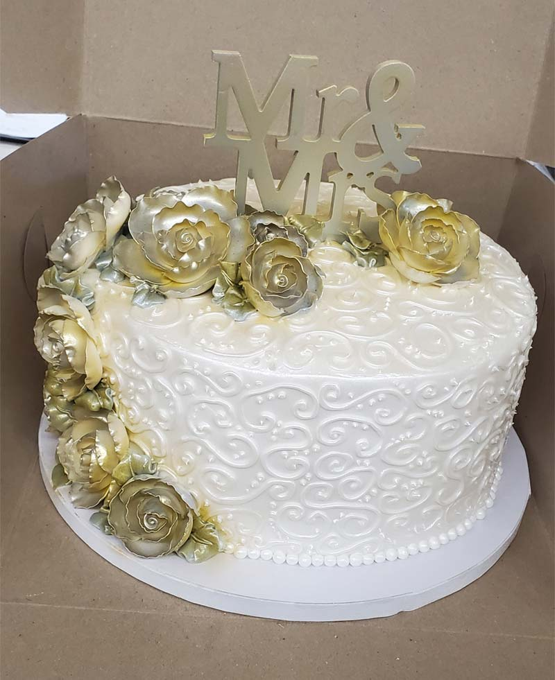 Wedding cake with silver-gold flowers